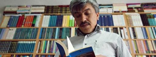 """""""Kitap okumayı, mevcut dünya işleyişine karşı durma ameli olarak görüyorum"""""""
