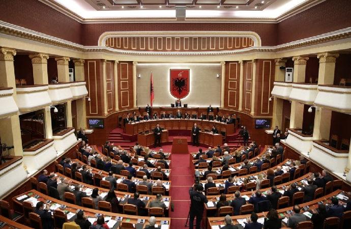 Arnavutluk'ta Parlamento-Cumhurbaşkanı kaosu