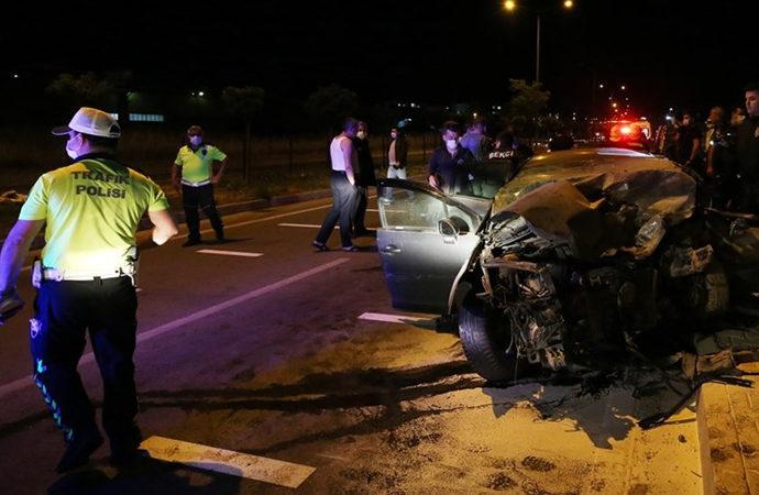 Çanakkale'de kaza: 1 polis ve 1 astsubay yaşamını yitirdi