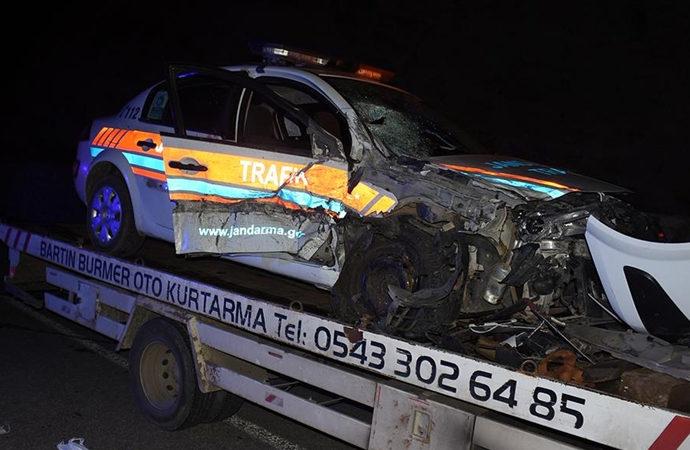 Jandarma trafik aracı ile otomobil çarpıştı