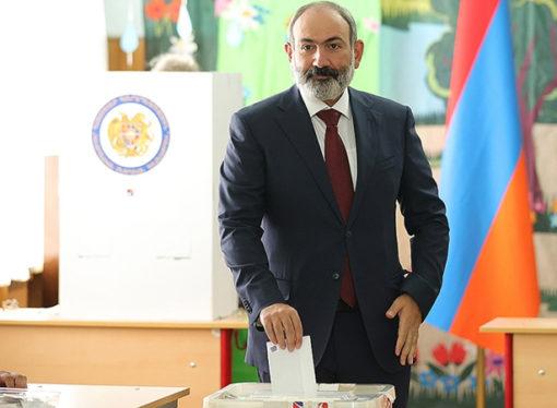 Ermenistan'da erken seçimi Paşinyan kazandı