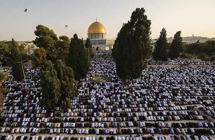 Mescid-i Aksa'da yüz bin kişi bayram namazında