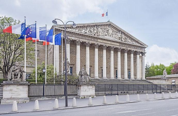 Fransa 'hukukun egemenliğine saygı' istedi