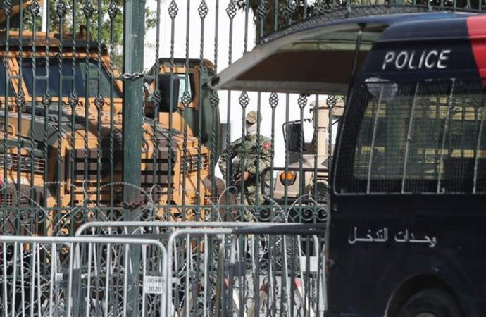 Tunus'ta iki vekil gözaltına alındı