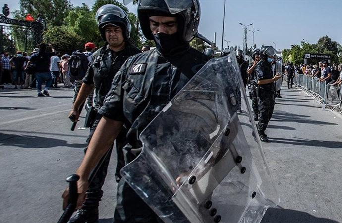 Tunus'ta güvenlik güçleri el-Cezire'nin ofisini bastı