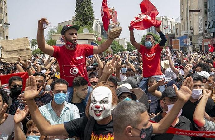 Tunus'ta Meclis karşıtı gösteriler