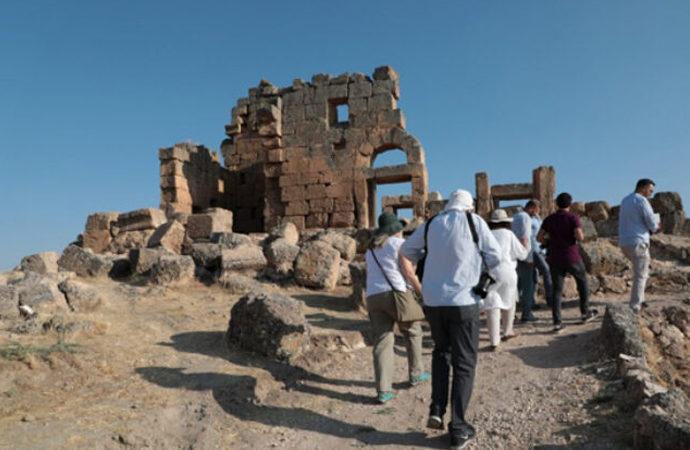 Mithras tapınağına ziyaretçi akını!