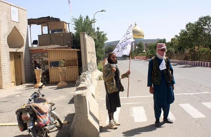 Bir grup Afgan asker Özbekistan'a sığındı