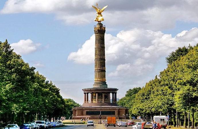Berlin'deki Zafer Sütunu'nun çatısı çalındı