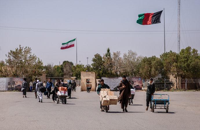 İran, Afganistan sınırını kapattı