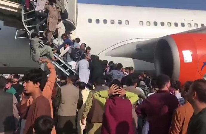 ABD'nin gidişi de kanlı oldu: Havalimanında 5 kişi vuruldu