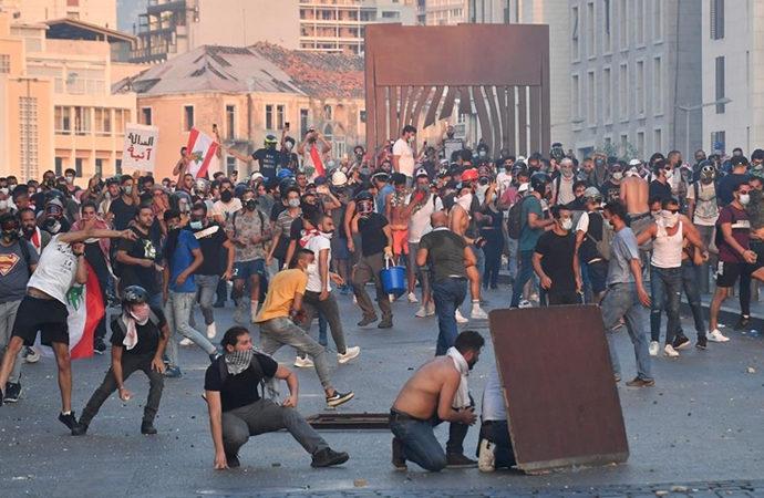 Beyrut'ta Meclise yürümek isteyenlere müdahale