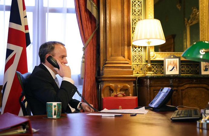 ABD'li ve İngiliz bakanlardan Pakistan'a telefon
