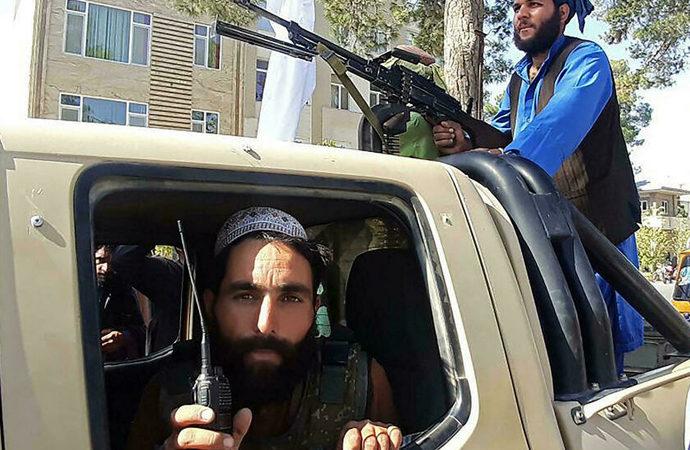 Taliban tüm büyük vilayetleri aldı, Kabil'in dış mahallelerine girdi