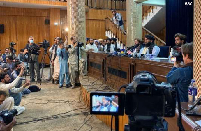Taliban'dan ilk basın toplantısı: 'Taliban olarak evrim geçirdik'