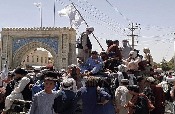 Pakistan: Zamanı geldiğinde Taliban'ı tanıyacağız