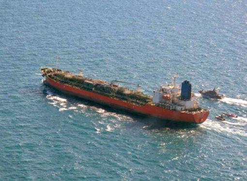 BAE açıklarında bir petrol tankeri kaçırıldı