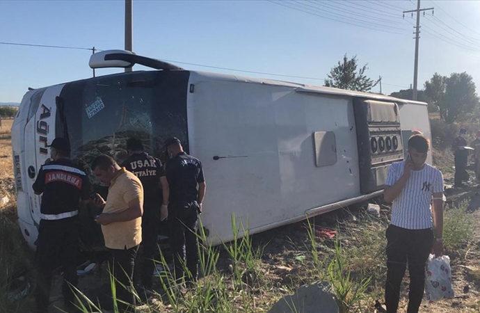 Uşak'ta yolcu otobüsü devrildi