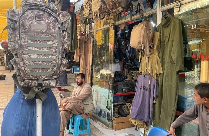 Afganistan'daki Bush pazarında satılan mallar Çin malı