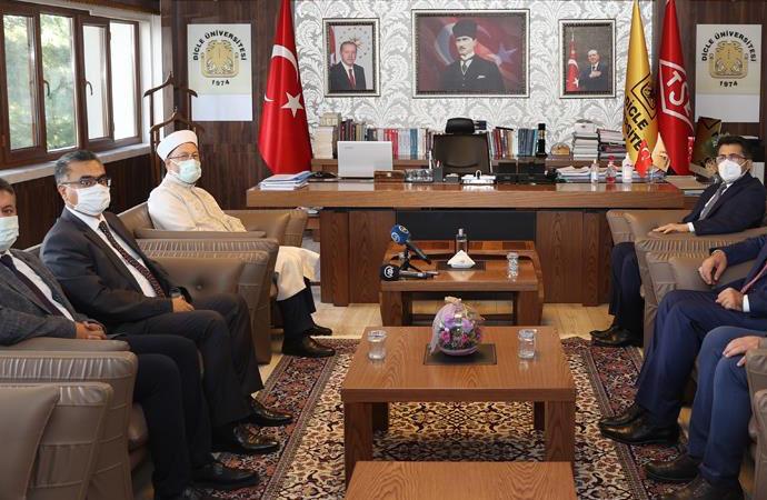 Ali Erbaş: Kur'an'ı gündeme almak zorundayız