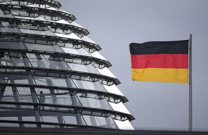 Almanya'da adaylar canlı yayına çıkıyor