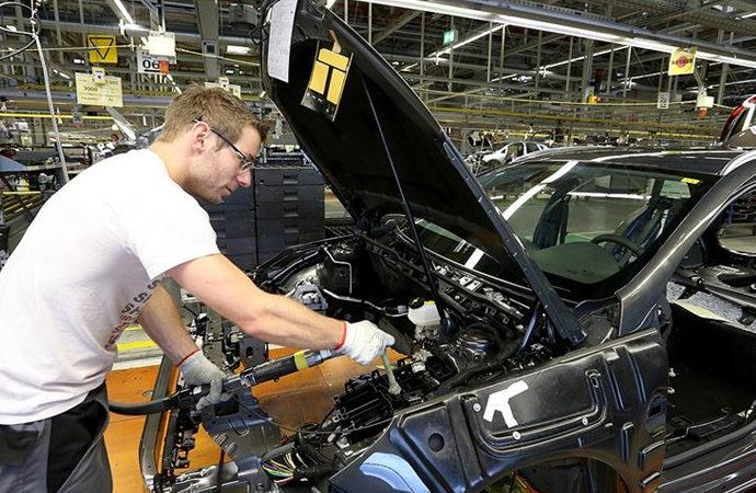 Merkel: Almanya güçlü bir otomotiv üretim yeri olarak kalmalı