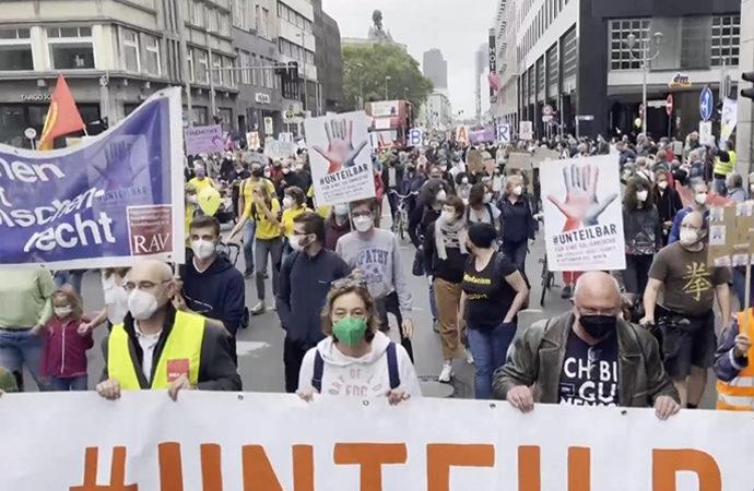 """Almanya'da """"sosyal adaletsizlik"""" protestosu"""