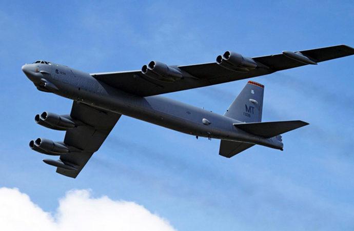 Rusya'ya yaklaşan ABD bombardıman uçağına Rus uçaklarından 'refakat'