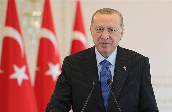 Erdoğan: Cumhuriyetin temellerini oluşturan kararlara bağlılık şuuruyla adım atıyoruz