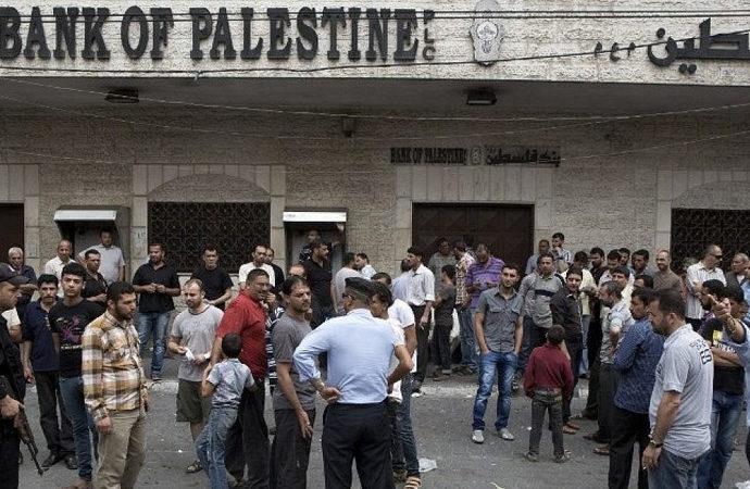 Abbas Yönetimi, Katar'la yapılan Gazze'ye yardım anlaşmasından çekildi