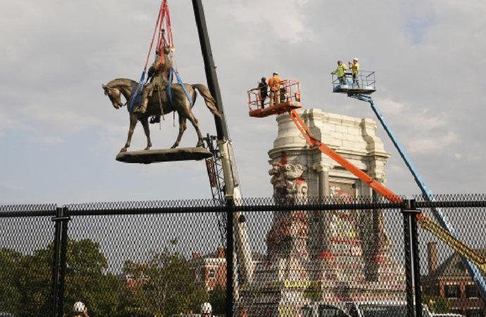 Kölelik yanlısı General'in heykeli depoya kaldırıldı
