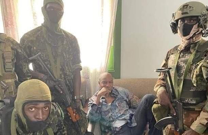 Gine'de askeri darbe: Fransa tepki gösterdi
