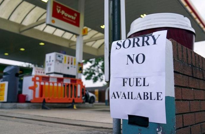 İngiltere, benzin sorununu çözmek için Yasa'yı askıya aldı