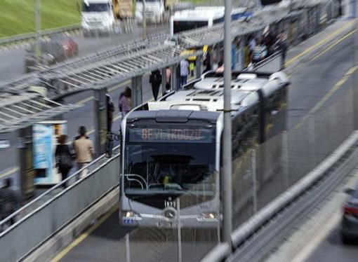 İstanbul'da toplu taşıma yarı yarıya düştü