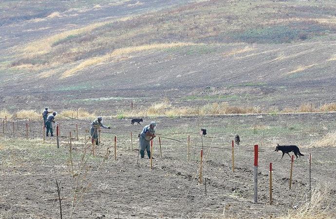 Dağlık Karabağ'ın kurtarılan bölgelerinde 10 aydır mayın temizliği sürüyor