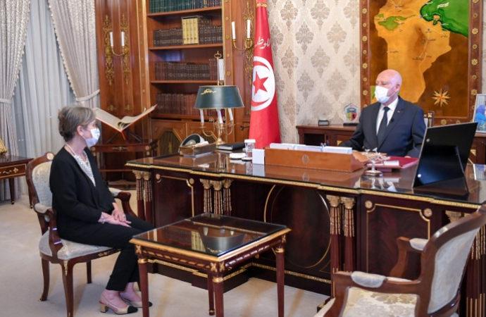 Tunus'a 'modern' görünümlü başbakan