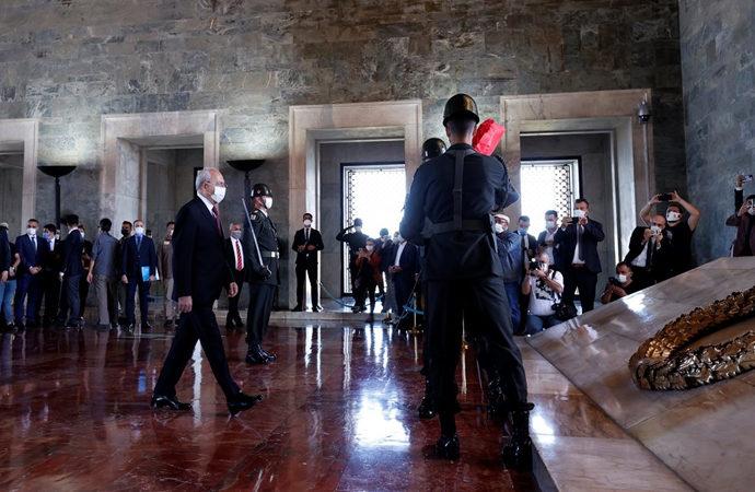 CHP heyeti Anıtkabir'de