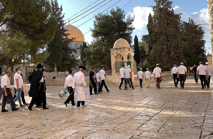 Yahudiler her gün Mescid-i Aksa avlusunda