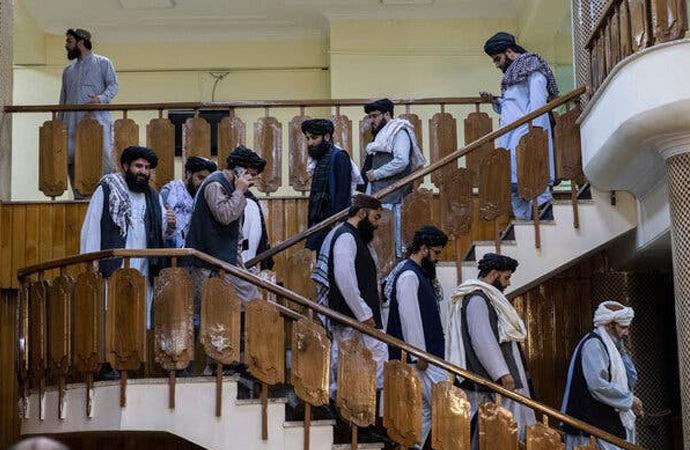 Afganistan'da yeni kabine açıklandı: Kim kimdir?