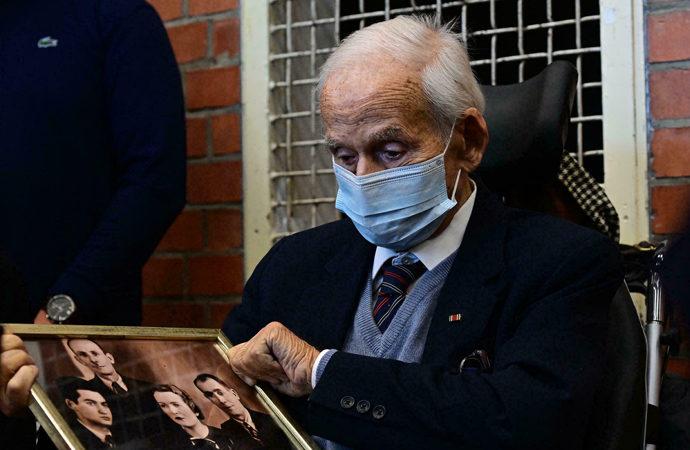 100 yaşındaki Nazi zanlısı mahkemeye çıkarıldı