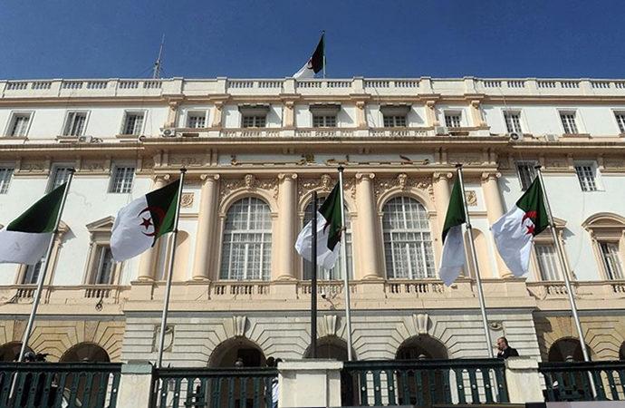 Cezayir'de Fransız sömürge dönemine ilişkin yeni yasa hazırlığı