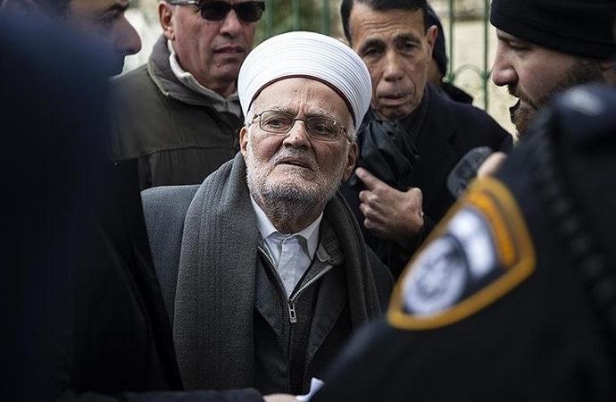 """İsrail'den Aksa imamı Sabri'ye """"Aksa'dan uzak dur"""" cezası!"""