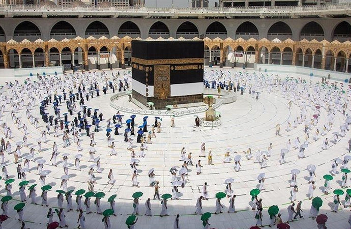 Suudi Arabistan bugünden itibaren Umre'ye yeniden izin verdi