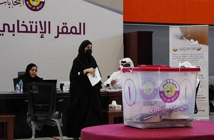 Katar'da Şura Konseyi'ne kadınlar seçilemedi
