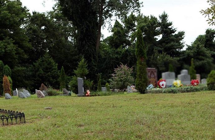 Müslüman mezarlığına kundaklama girişimi