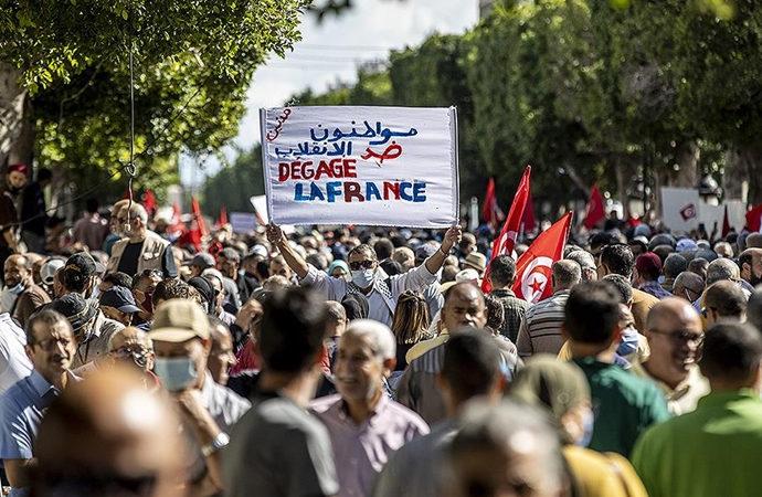 Tunuslular Cumhurbaşkanı Said'i protesto etti