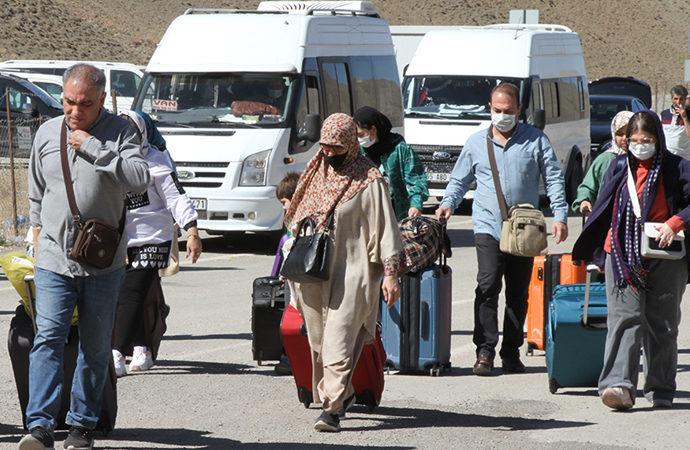 Kapıköy Gümrük Kapısının açılmasıyla İranlı ziyaretçi hareketliliği