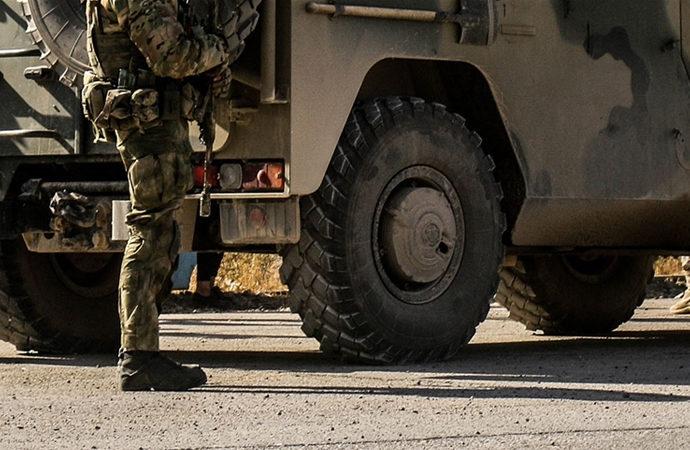 Rus basını: Rus askerleri ve silahları Mali'de
